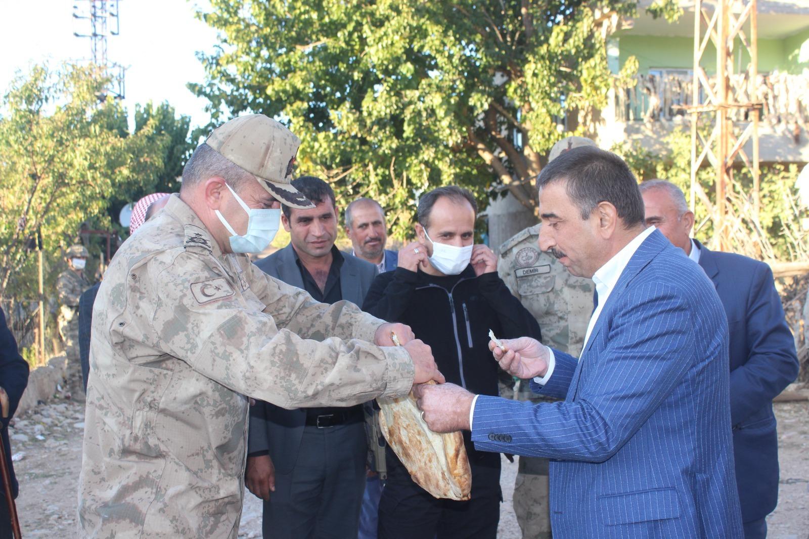 Vali hacıbektaşoğlu, eruh-okçular köyünde vatandaşlarla bir araya geldi